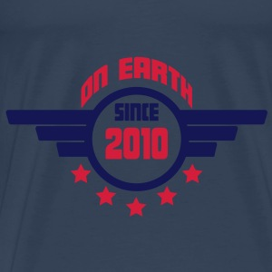 2010_on_earth Topper - Premium T-skjorte for menn