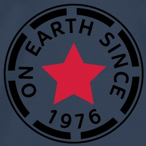 on earth since 1976 (dk) Toppe - Herre premium T-shirt
