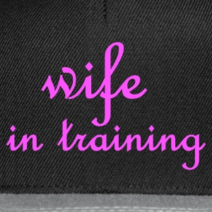 Zwart Wife in Training (bruiloft, wedding, hochzeit) Tops - Snapback cap