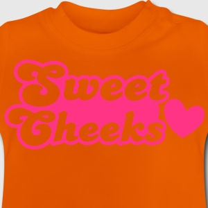 sweet cheeks with love heart (Great for pants!) Kids' Shirts - Baby T-Shirt