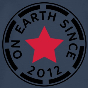 on earth since 2012 (dk) Toppe - Herre premium T-shirt
