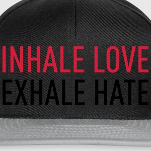 Inhale love -Exhale Hate T-skjorter - Snapback-caps