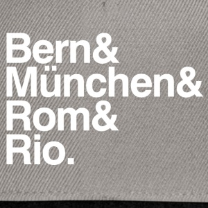 Weltmeister bern&münchen&rom&rio. T-Shirts Woman - Snapback Cap