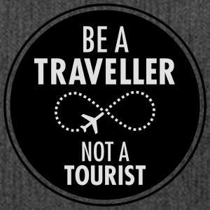 Be Traveller Not A Tourist T-Shirts - Schultertasche aus Recycling-Material