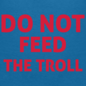 Do Not Feed The Troll Accessoires - Vrouwen T-shirt met V-hals