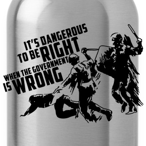 It's dangerous to be right T-Shirt - Trinkflasche