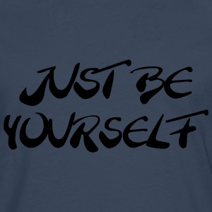 Just be yourself T-Shirts - Männer Premium Langarmshirt