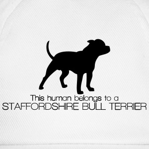 This human belongs to a Staffordshire Bull Terrier Magliette - Cappello con visiera