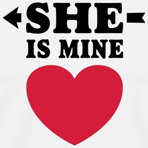 She is Mine I love you my Girlfriend te amo mi nov Delantales - Camiseta premium hombre