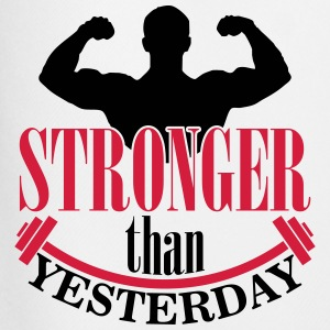Stronger than yesterday T-shirts - Mannen voetbal shorts