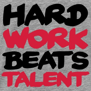 Hard work beats Talent Sweaters - Mannen Premium T-shirt