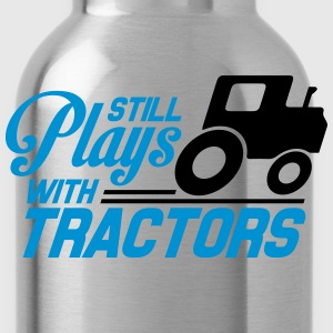 Still plays with tractors T-Shirts - Water Bottle