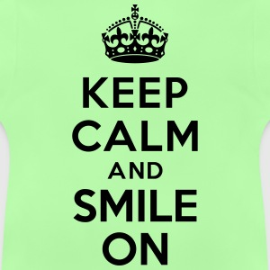 Keep calm and smile on Tee shirts - T-shirt Bébé