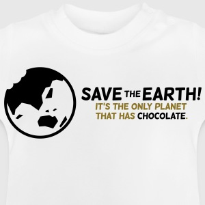 Red de planeet. Er is chocolade! Shirts - Baby T-shirt