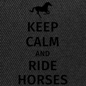 keep calm and ride horses Magliette - Snapback Cap