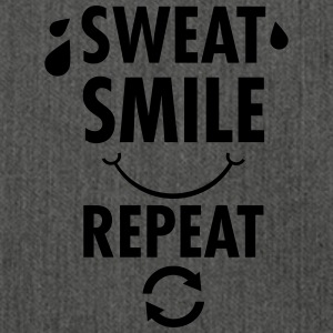 Sweat, Smile, Repeat T-Shirts - Schultertasche aus Recycling-Material