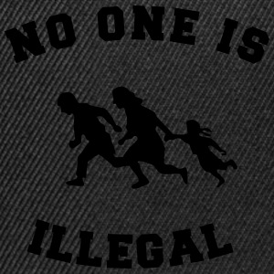 no one is illegal Tee shirts - Casquette snapback