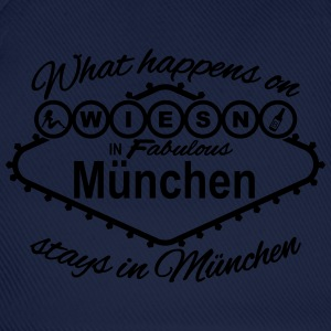 what happens on Wiesn in München stays Vegas T-Shirts - Baseballkappe