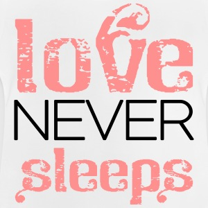 Love never sleeps T-shirts - Baby T-shirt