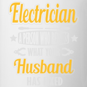 Electrician: I repair what your husband has fixed T-skjorter - Kopp