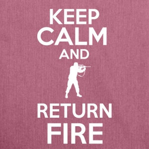 keep calm return fire - Bandolera de material reciclado