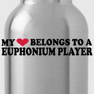MY HEART BELONGS TO A EUPHONIUM PLAYER Camisetas - Cantimplora