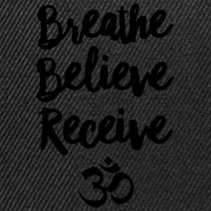 Breathe, Believe, Receive - Om T-skjorter - Snapback-caps