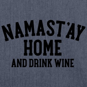 Namast\'ay Home And Drink Wine T-shirts - Schoudertas van gerecycled materiaal