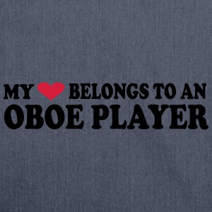 MY HEART BELONGS TO AN OBOE PLAYER T-Shirts - Schultertasche aus Recycling-Material