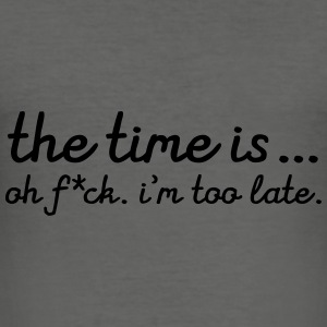 The Time Is... Oh F*CK. I\'m Too Late. Tasker & rygsække - Herre Slim Fit T-Shirt