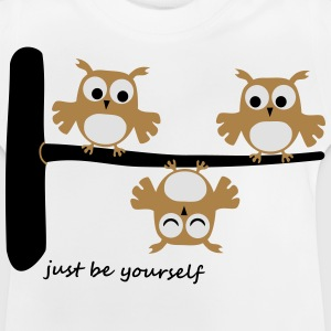 lustige Eulen funny Owls Comic Baum be youself T-Shirts - Baby T-Shirt