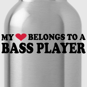 MY HEART BELONGS TO A BASS PLAYER T-Shirts - Trinkflasche