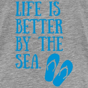 17-30 Life Is Better By The Sea Pullover & Hoodies - Männer Premium T-Shirt