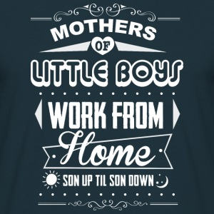 Mothers of little boys Pullover & Hoodies - Männer T-Shirt