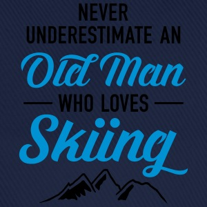 Never Underestimate An Old Man Who Loves Skiing Camisetas - Gorra béisbol