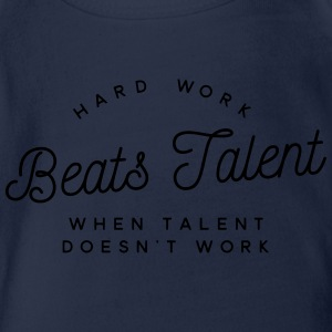 hard work beats talent when talent doesn't work T-shirts - Kortærmet babybody, økologisk bomuld