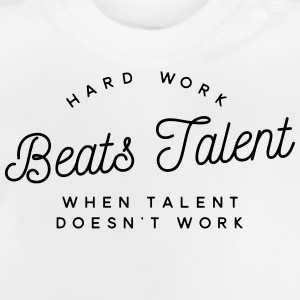 hard work beats talent when talent doesn't work Camisetas - Camiseta bebé