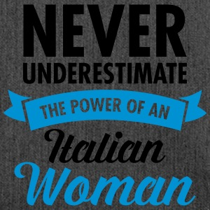 Never Underestimate The Power Of An Italian Woman T-shirts - Skuldertaske af recycling-material