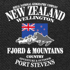 New Zealand - Mountains & Flag Bluzy - Czapka typu snapback