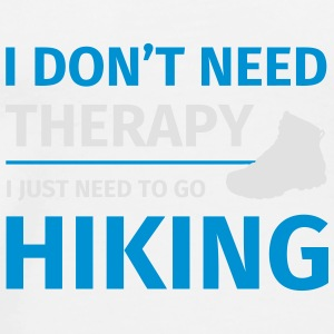 I don't need therapy I just need to go hiking Krus & tilbehør - Herre premium T-shirt