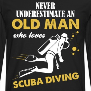 Never Underestimate An Old Man Who Loves Scuba... T-Shirts - Men's Premium Longsleeve Shirt