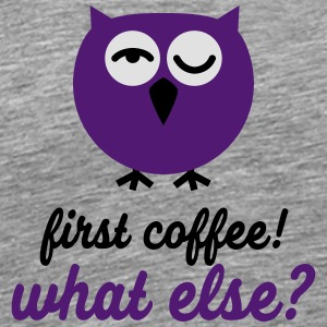 Lustige Eule First Coffee! - what else? | T-Shir Sportbekleidung - Männer Premium T-Shirt