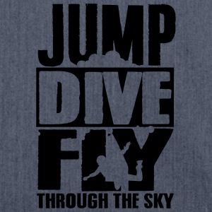 skydiving: jump dive fly through the sky Magliette - Borsa in materiale riciclato