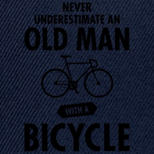 Never Underestimate An Old Man With A Bicycle Magliette - Snapback Cap