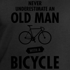 Never Underestimate An Old Man With A Bicycle T-skjorter - Sweatshirts for menn fra Stanley & Stella