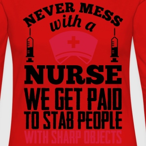 Never mess with a nurse, we get paid to stab you T-paidat - Naisten premium pitkähihainen t-paita