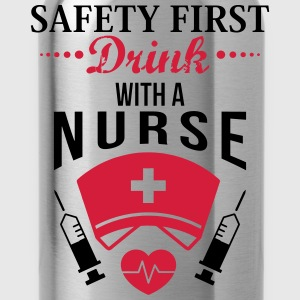 Safety first. Drink with a nurse T-shirts - Drikkeflaske