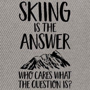 Skiing Is The Answer Tee shirts - Casquette snapback