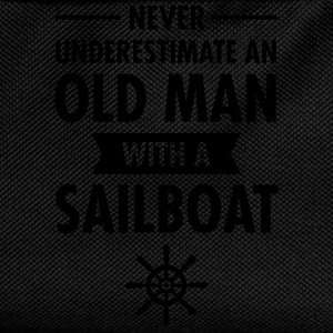 Never Underestimate An Old Man With A Sailboat T-skjorter - Ryggsekk for barn