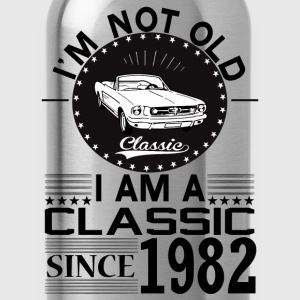 Classic since 1982 T-Shirts - Water Bottle